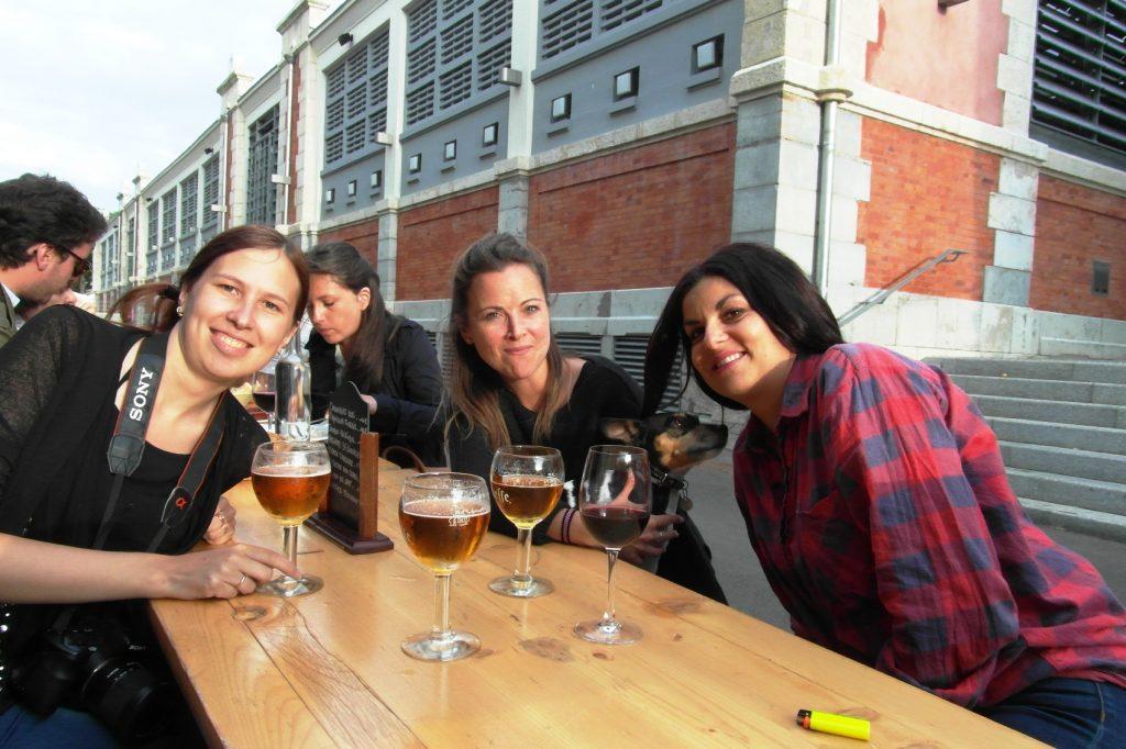 С нашими французскими приятельницами