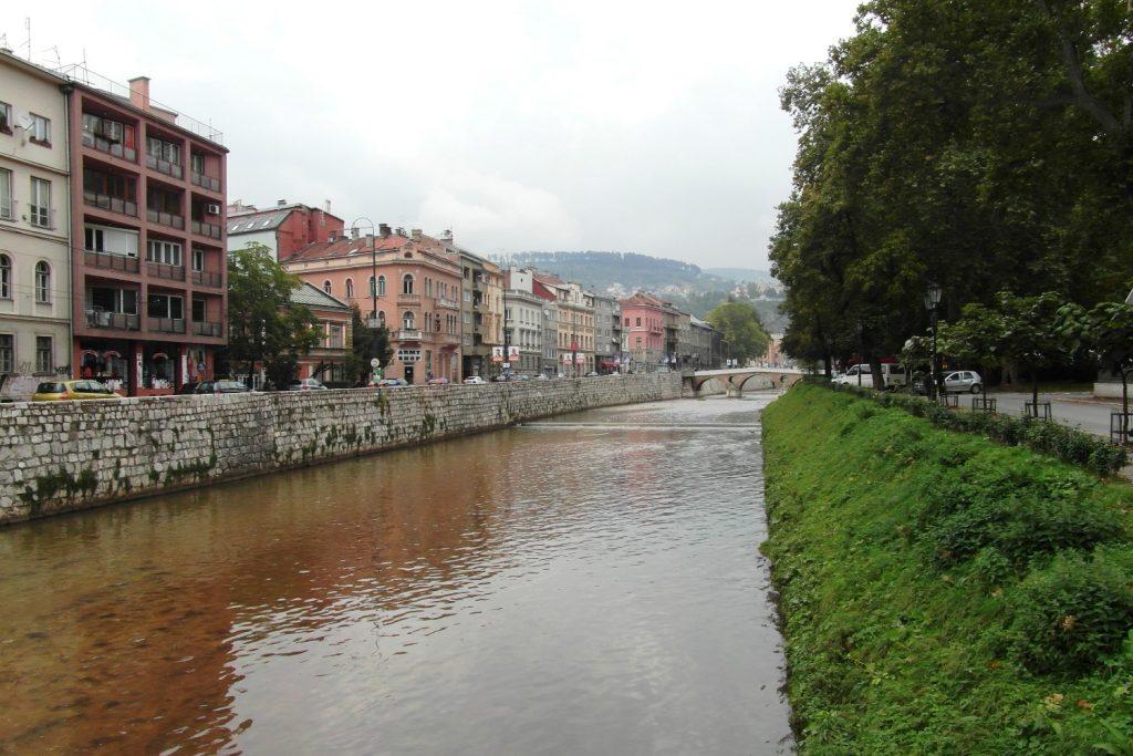 Гуляем вдоль реки