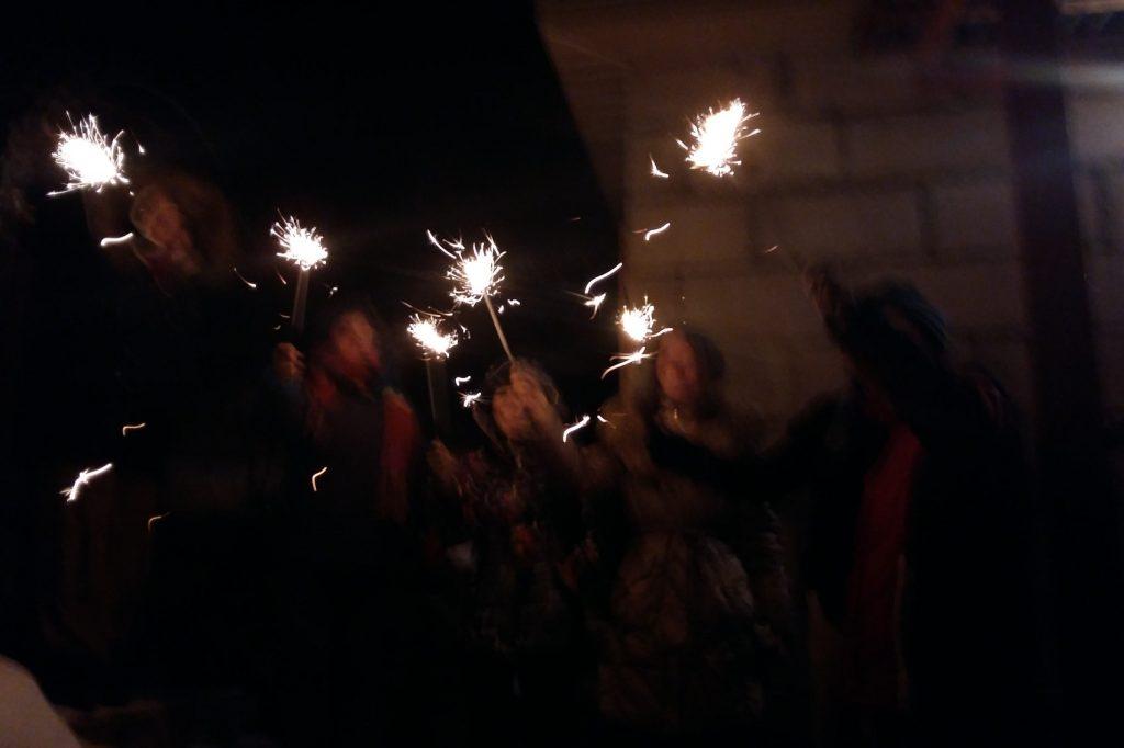 И жжем бенгальские огни