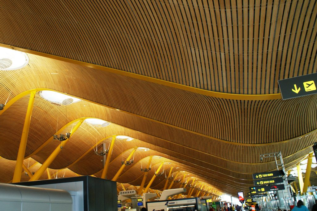 Аэропорты в Испании очень узнаваемые, сразу ощущается, что ты уже в этой стране