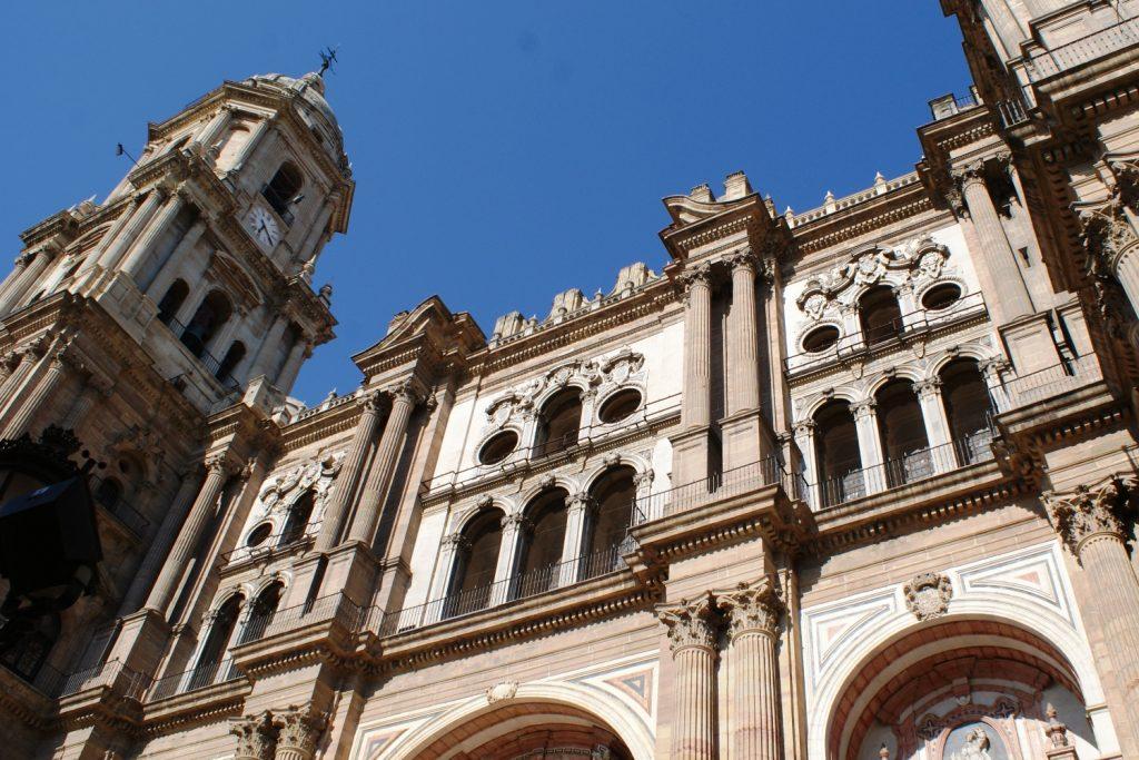 Невероятный Кафедральный собор, он никак не входил в кадр, ни с одной стороны. Потрясающий по красоте и огромный