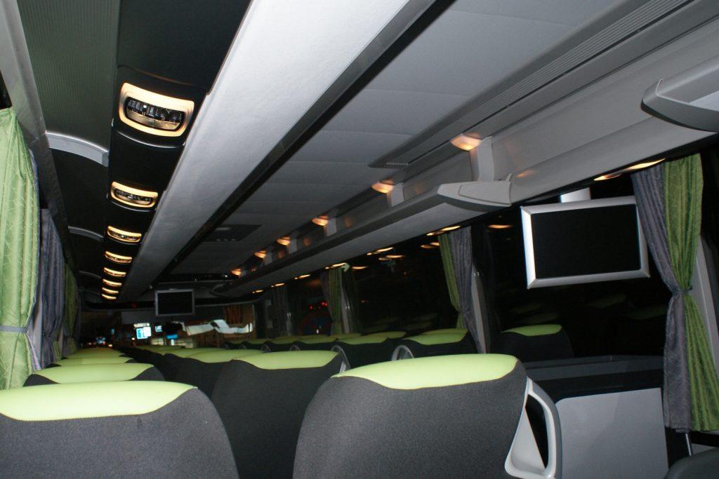Вот на таком автобусе мы ехали совершенно одни!