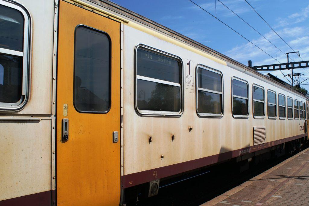 Поезда не слишком новые