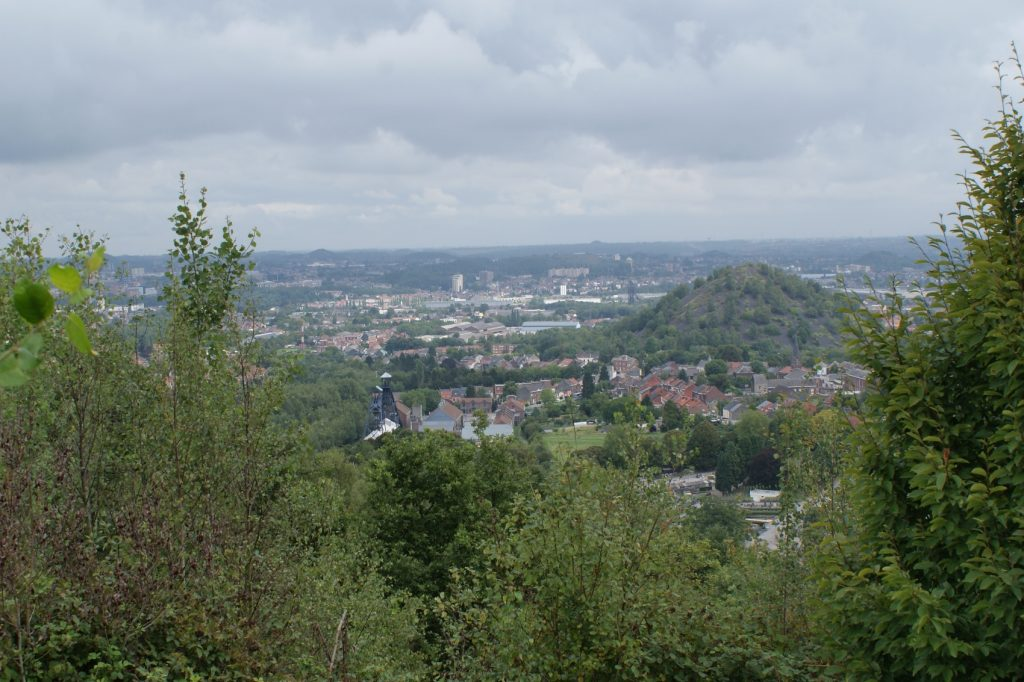 Холмы - это заросшие отвалы бывших шахт