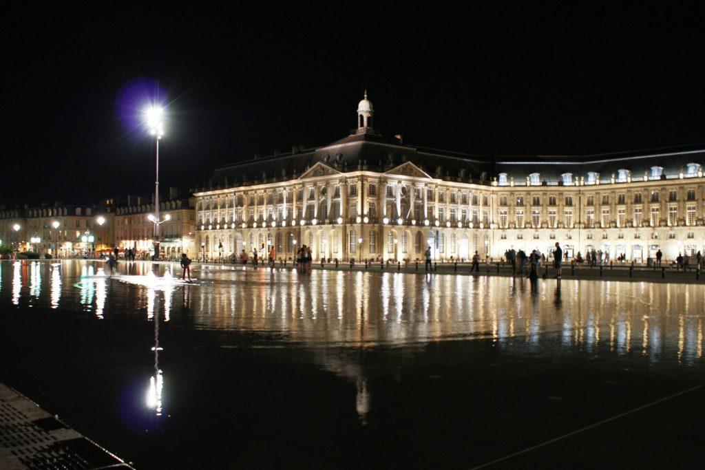 Place de la Bourse вечером