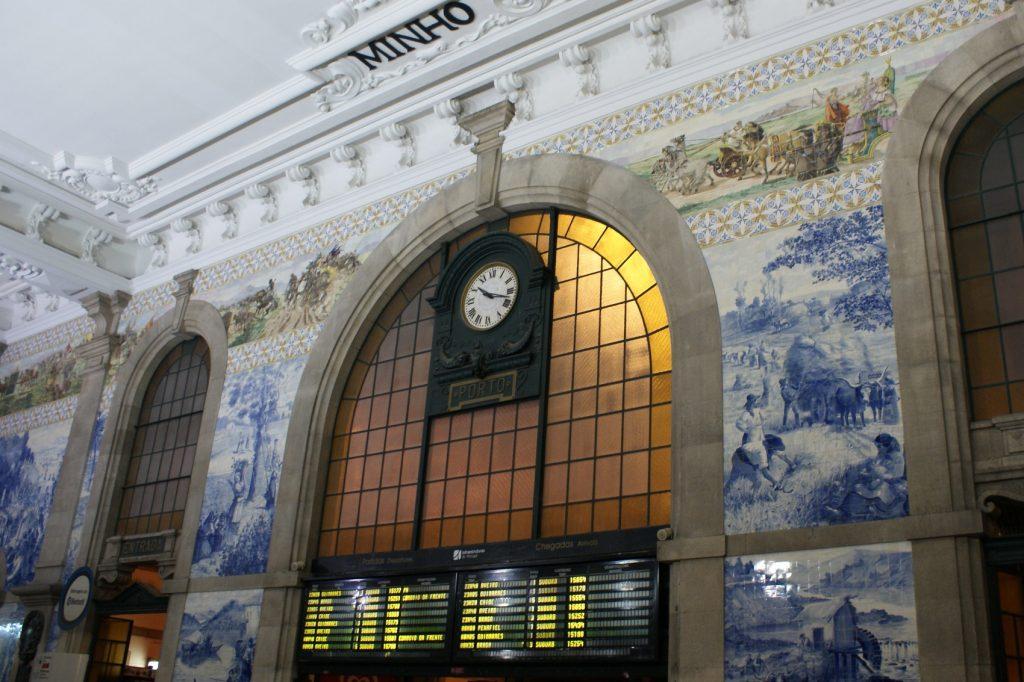 Вокзал. Внутри тоже традиционная плитка