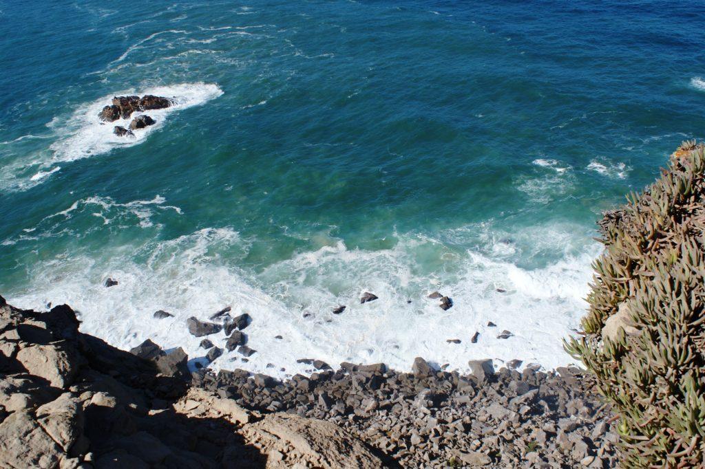 Так выглядит океан с Мыса Рока, когда светит солнце