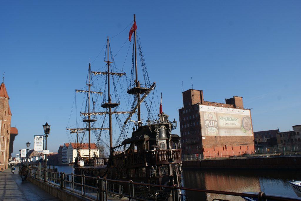 Корабль...