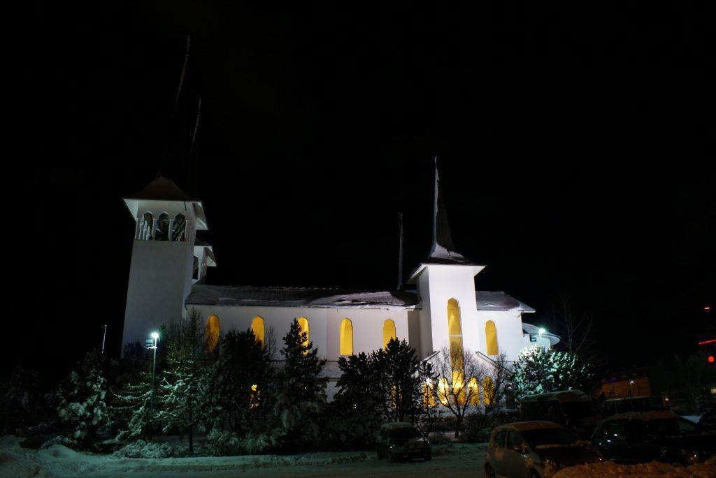 Скромная церковь
