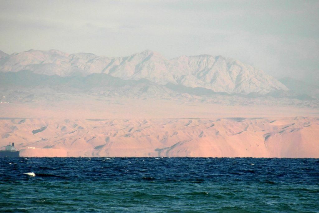 На том берегу видна Иордания