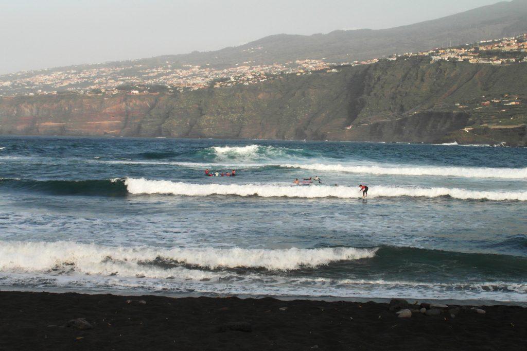 Пляж на западе города