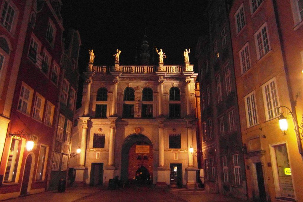 Золотые ворота ночью