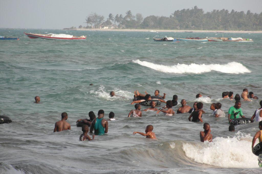 Не пугайтесь, это не наш пляж, это для местных