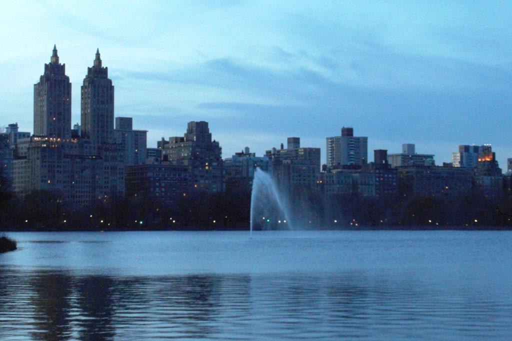 Озеро в центральном парке