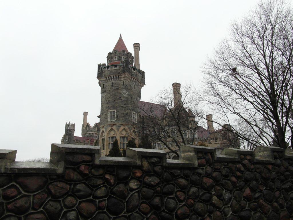 Замок Каса Лома. Выглядит старинным, но на самом деле построен чуть более 100 лет назад