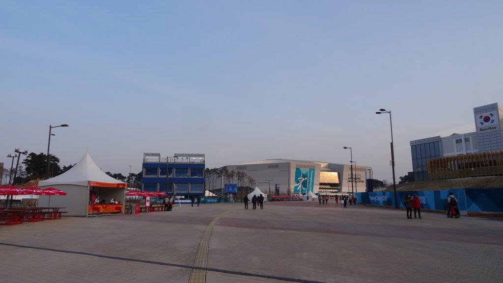 Народу мало - многие уехали в Пхенчхан