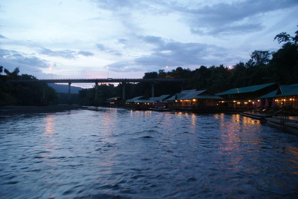 Потрясающий вид на мост