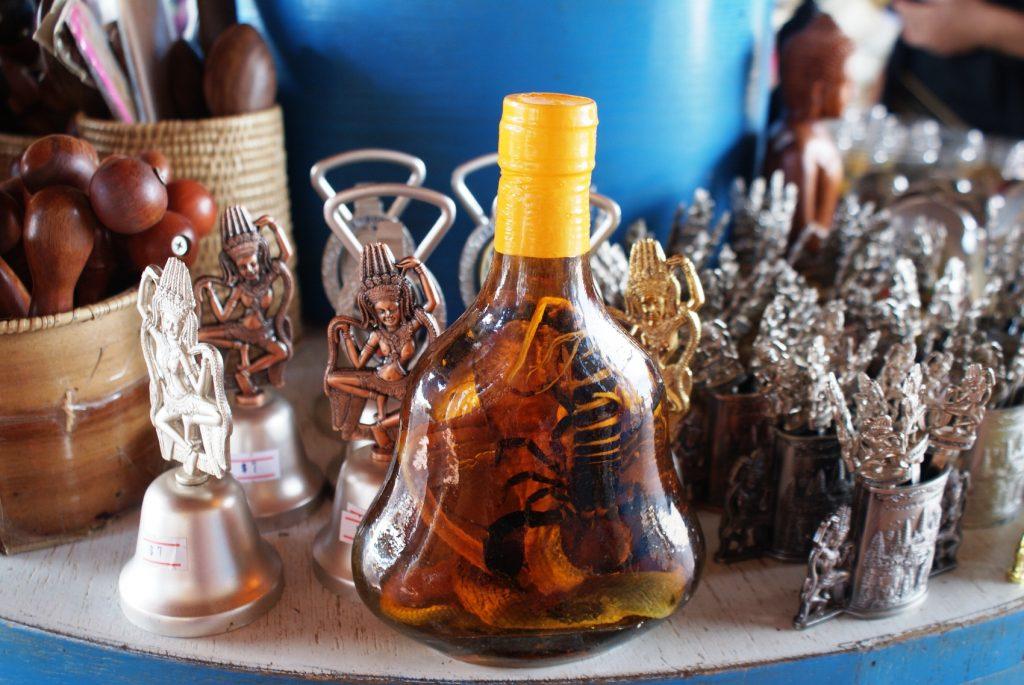 И традиционно для Азии странные напитки. Что-то крепкое со змеями и скорпионами внутри
