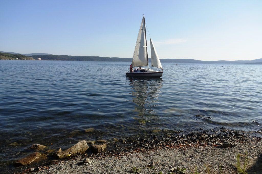 Тургояк всегда украшют яхты