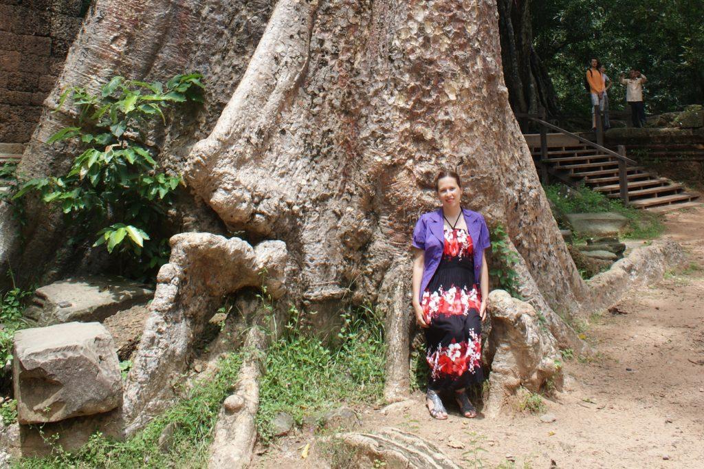 Какие мы маленькие на фоне некоторых деревьев!