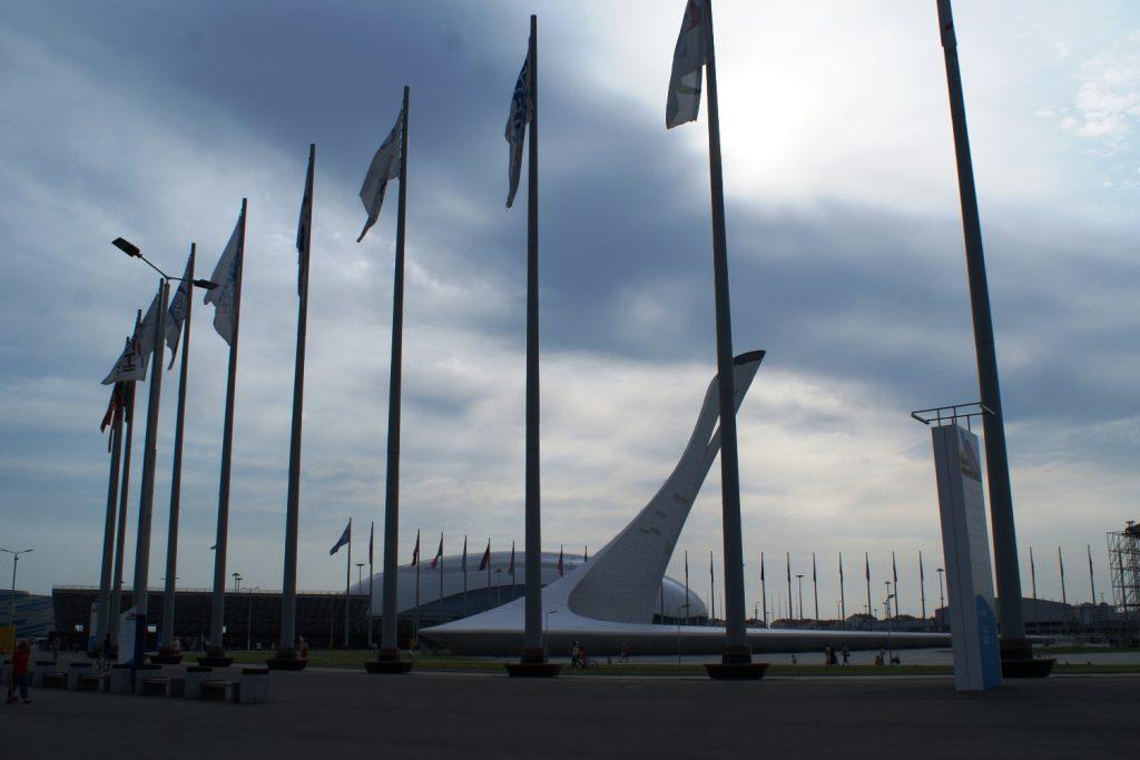 Флаги на месте...