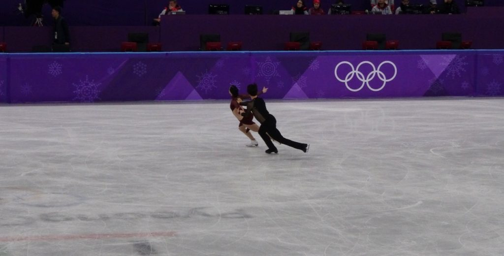 Фото про синхрон, про ребра, про осанку, про руки и все, что мы любим в танцах на льду