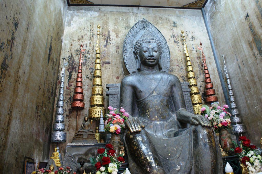 В одном из небольших храмов