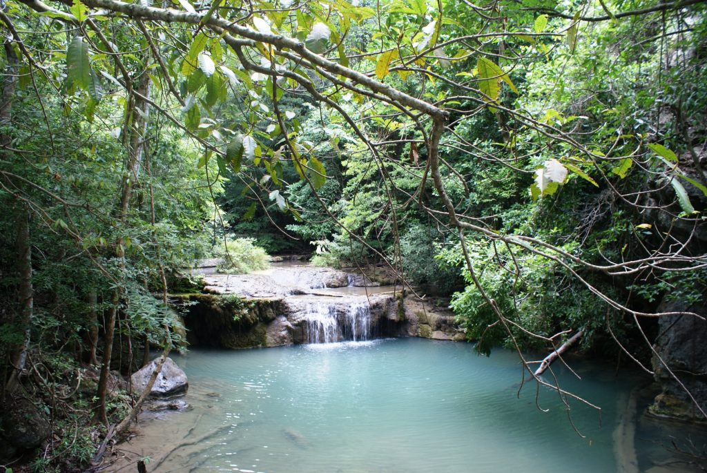 Одно из озер на водопаде Эраван