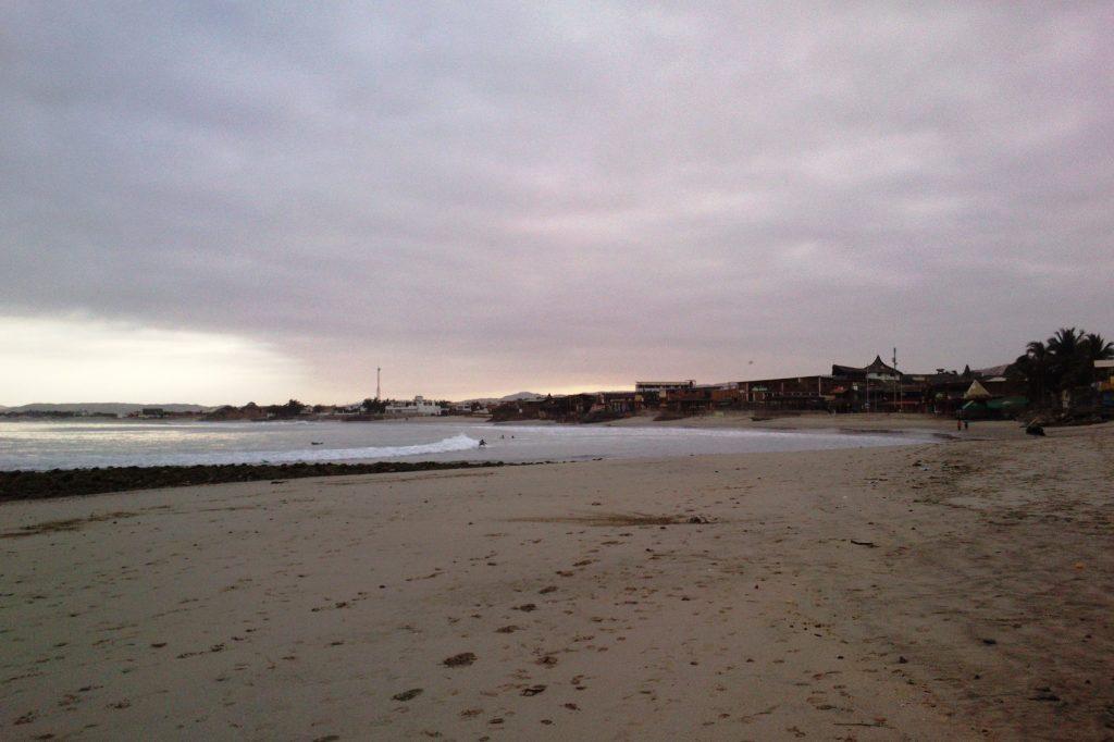 Потрясающе пустой пляж