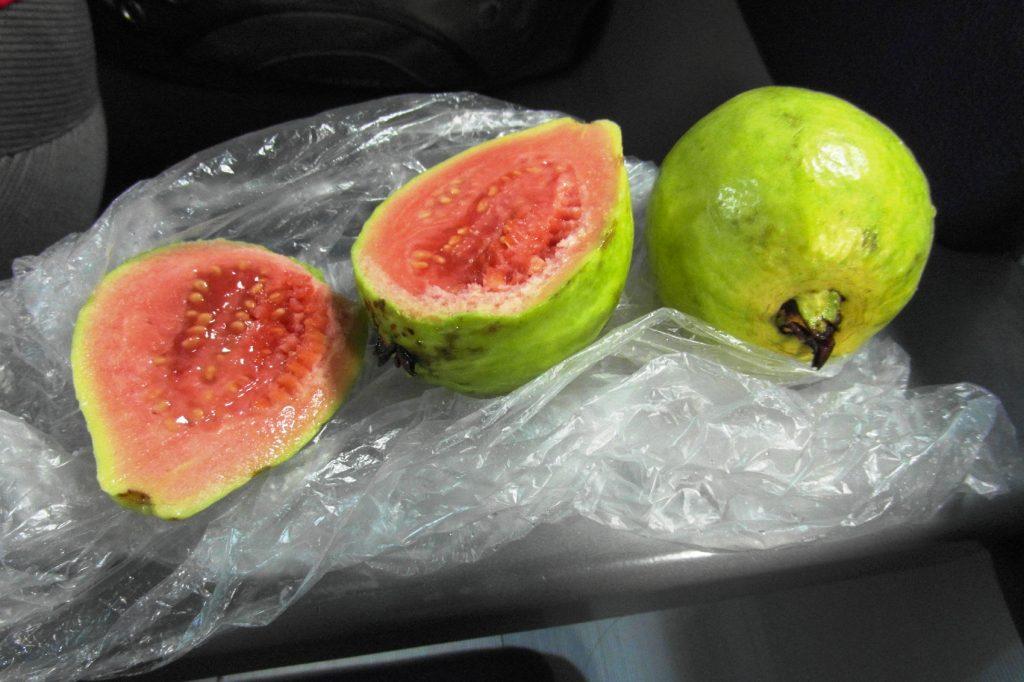 Очень вкусно! Вообще фрукты чудесные здесь