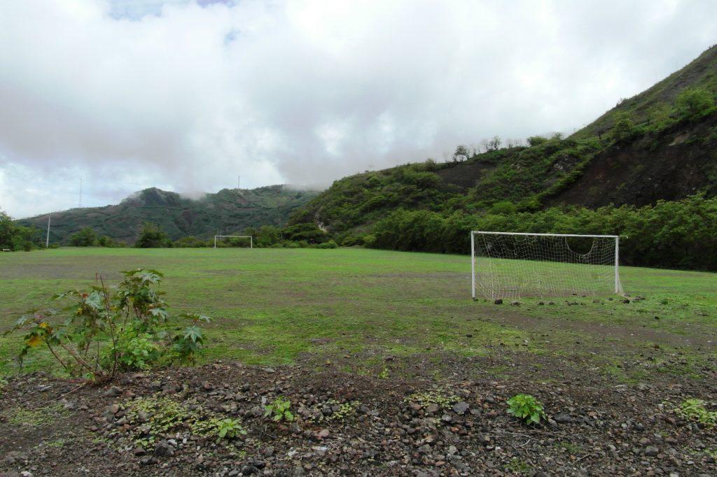Футбольное поле! Вот тут, в горах, где городов-то в округе нет