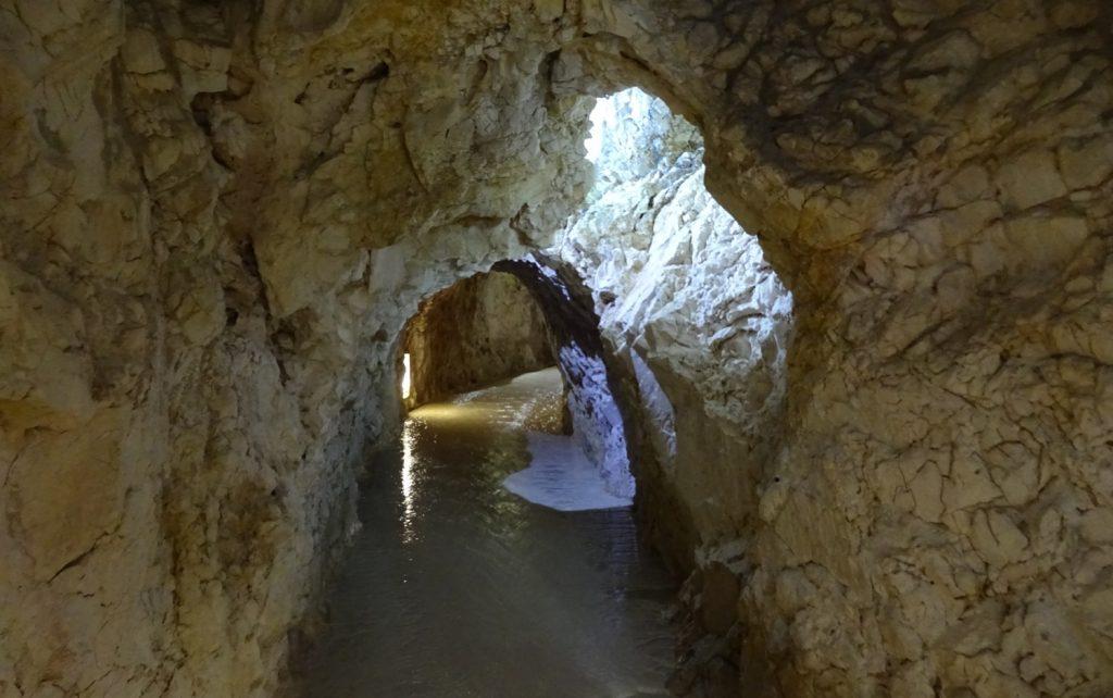 Ходы в пещерах