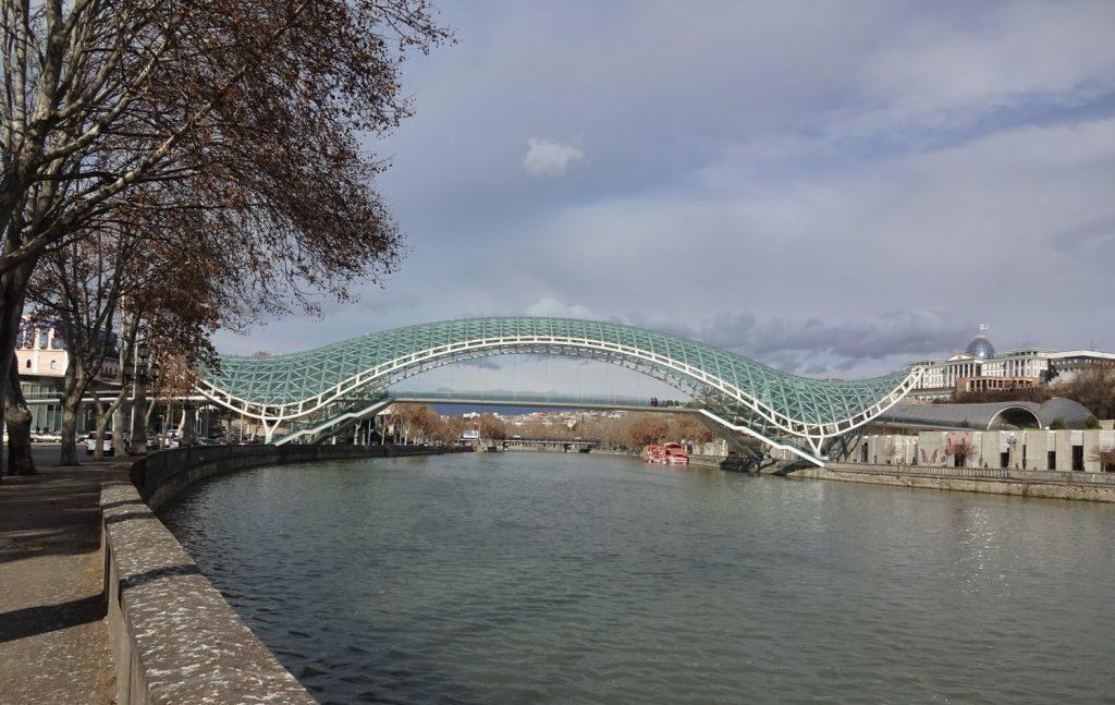 Мост Мира, вид с набережной
