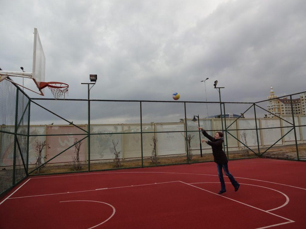 В баскетбол я играю куда хуже, чем в теннис
