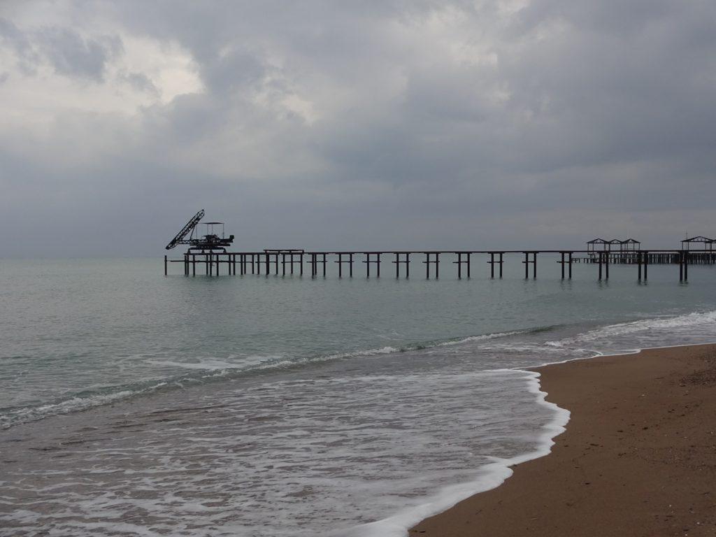 Море... Видно, что летом здорово тут будет