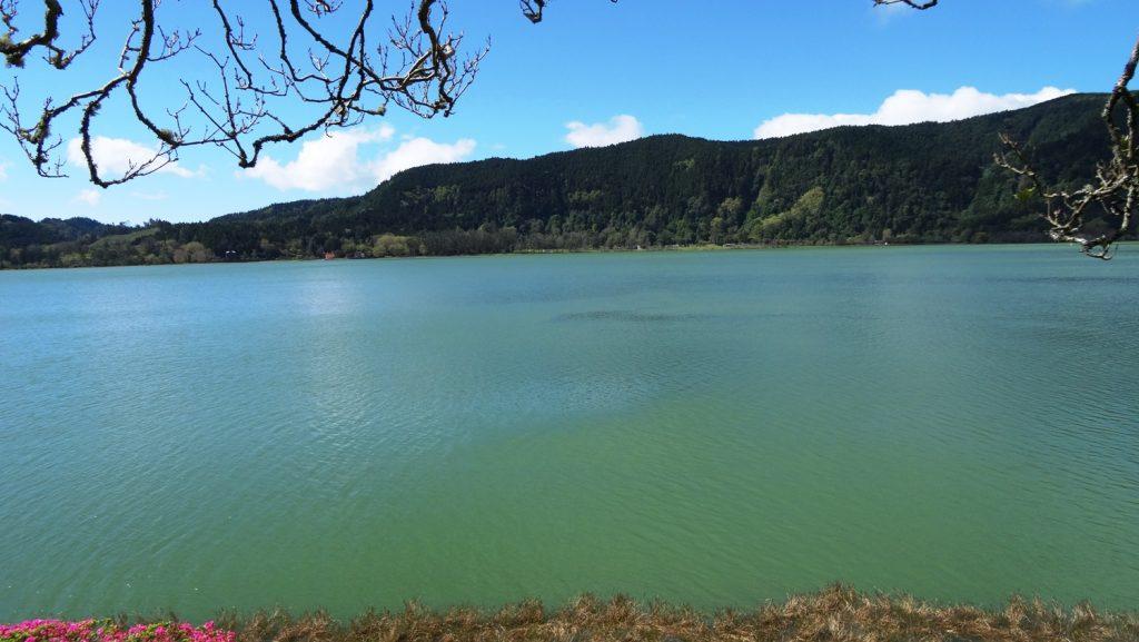 Озеро очень красивого цвета