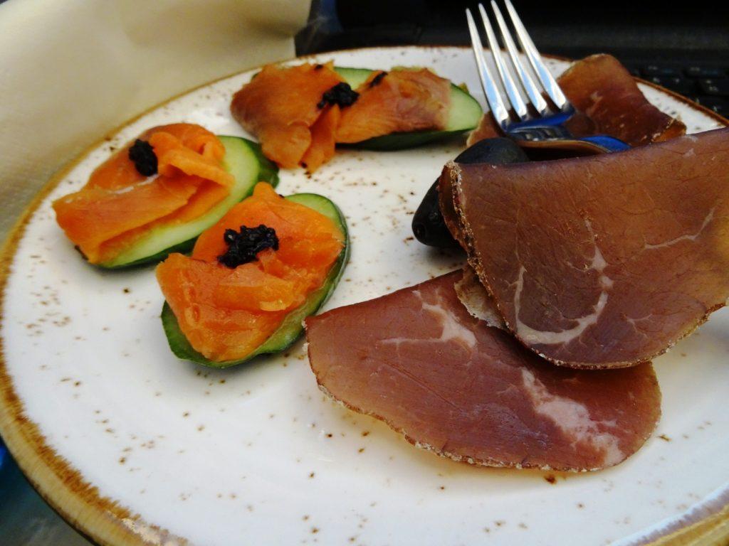 Первым делом взяла вкусное мясо и вкусную рыбу