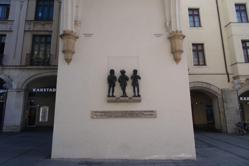 Karls Gate (Karlstor). Ворота. Когда-то в город, а теперь на пешеходную улицу