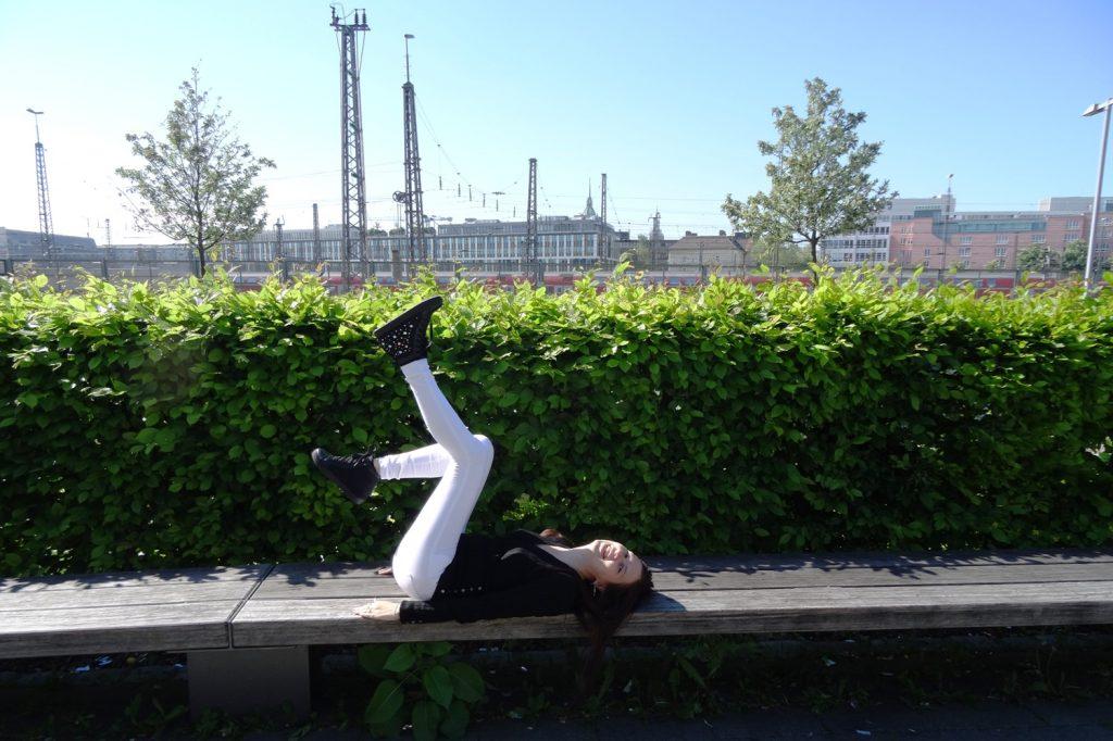 А как вы радуетесь солнечной, зеленой весне в приятном месте?
