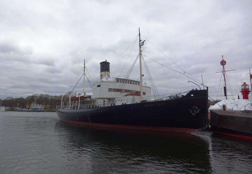 Город на воде... Корабли и кораблики повсюду