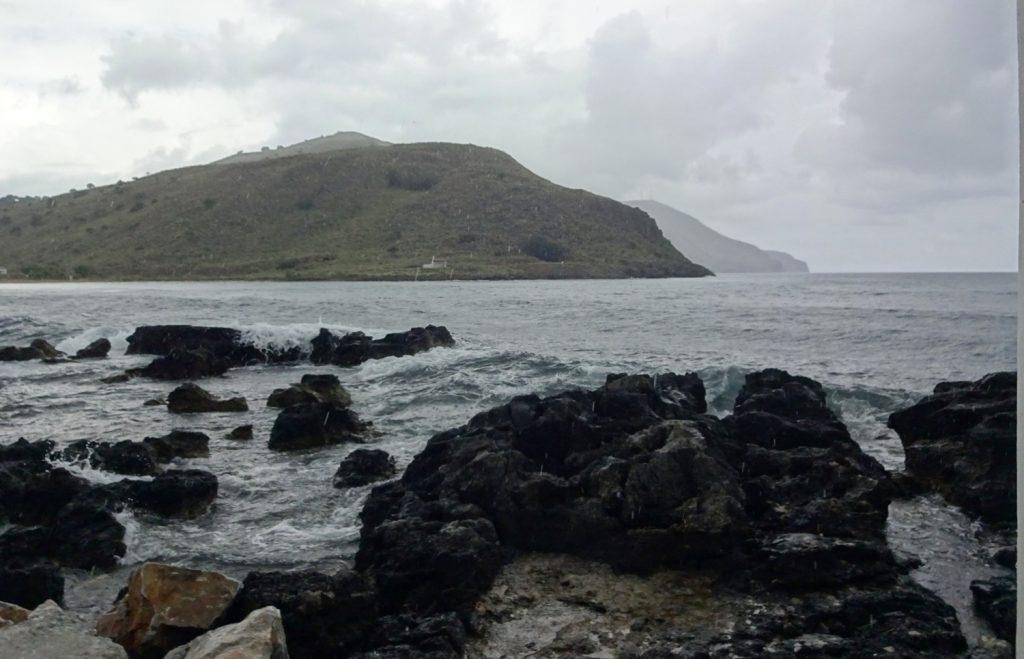 В плохую погоду море очень красивое