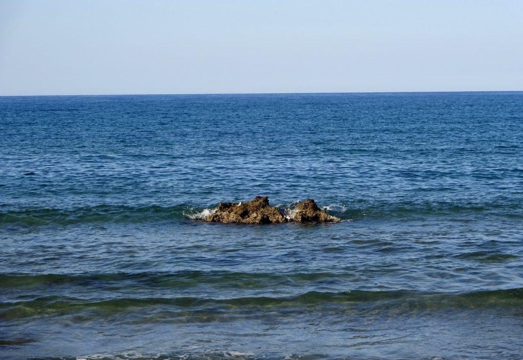 Люблю, когда камни из воды торчат