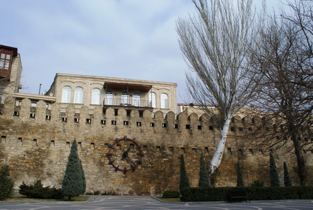 За этой стеной - самый чистый «старый город», который я видела, - Ичери-шехер