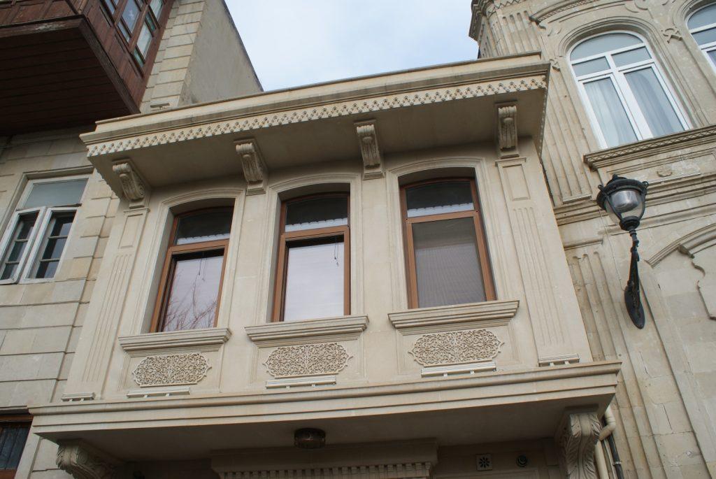 Вот такие тут балкончики