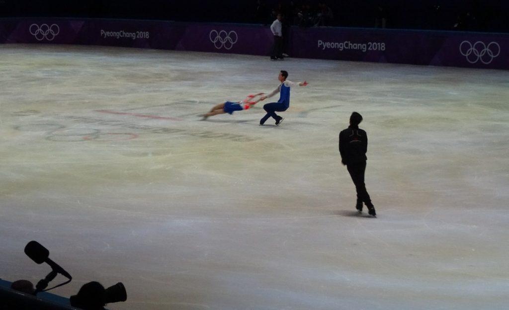 Северокорейцы даже на тренировки приходят нарядными