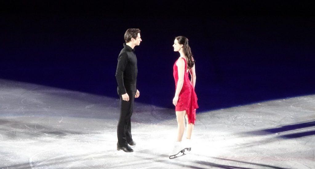 Мне все-таки удалось сделать пару кадров Тессы и Скотта в момент танца... Ну, почти в момент танца, танец я смотрела