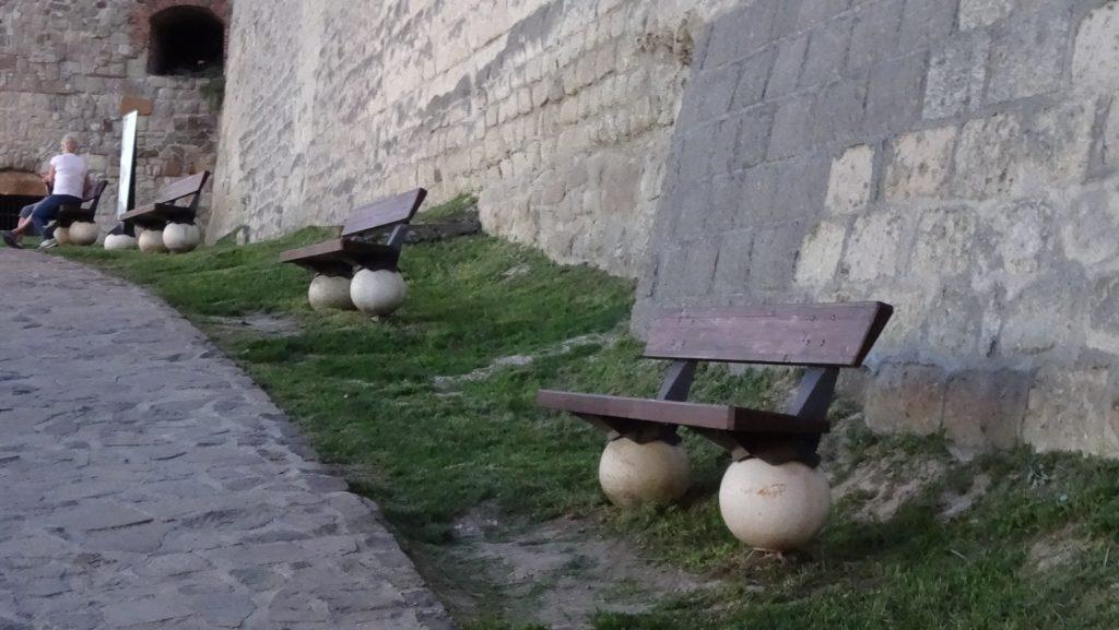 Раньше крепость была военным сооружением, а теперь вокруг так мило