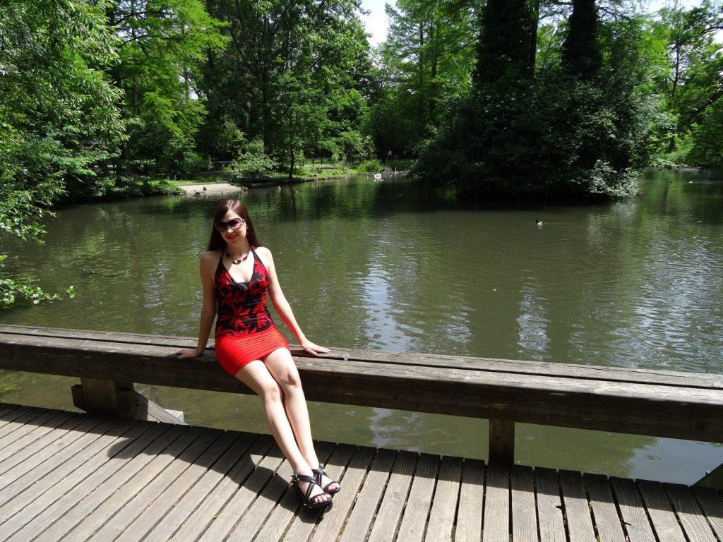В парке, наслаждаюсь солнышком