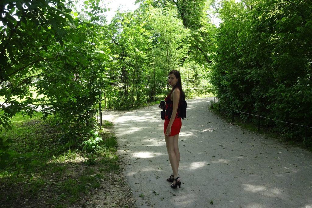 На пустых дорожках...