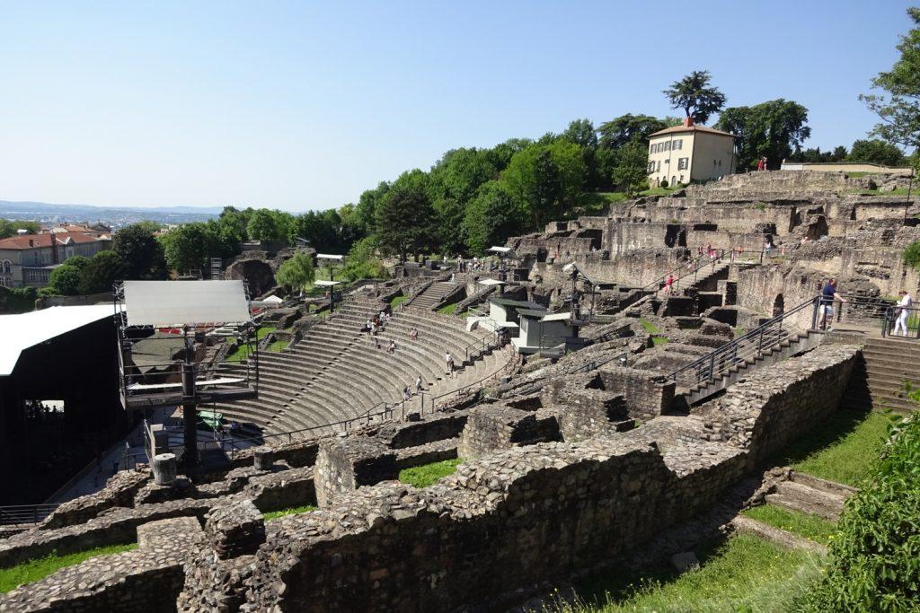 Древний амфитеатр. Он и сейчас иногда используется как концертная площадка!